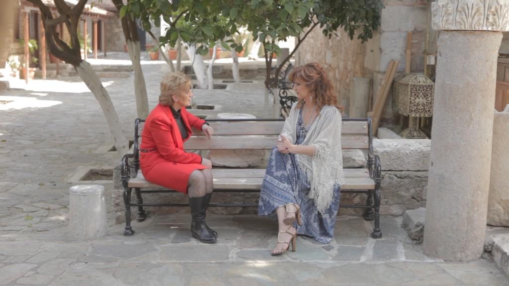 ΠΡΟΣΩΠΙΚΑ - Με την αδερφή της Βίκυς Μοσχολιού, Αθηνά Μοσχολιού