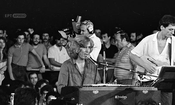 Στιγμιότυπο από συναυλία του Λουκιανού Κηλαηδόνη στο Λυκαβηττό, 1982