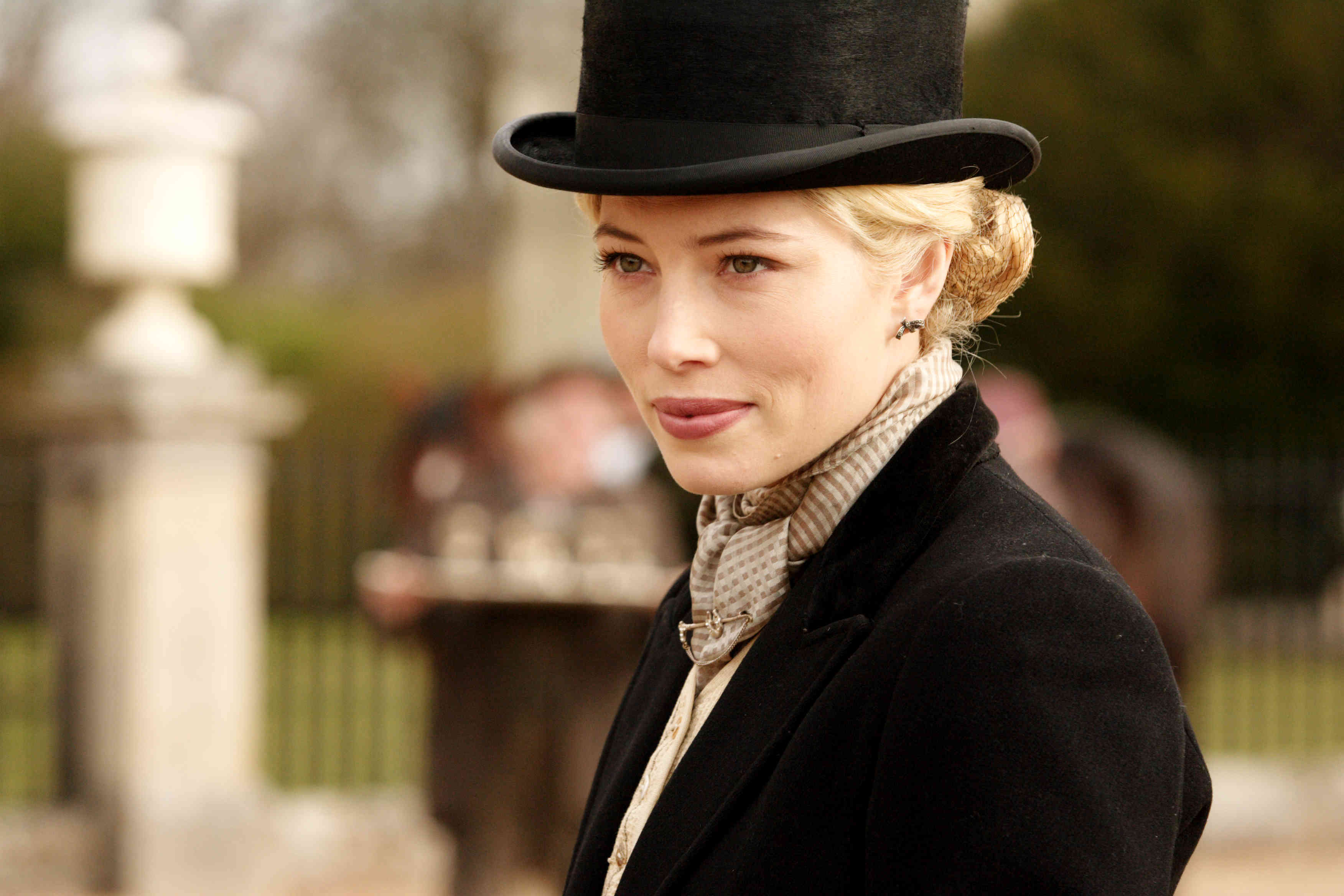 Easy Virtue (13)