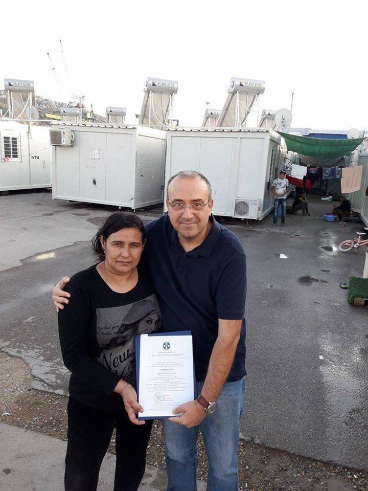 O Θωμάς Σίδερης στο camp των Γεζίντι στον Σκαραμαγκά μαζί με την «ηρωίδα» της εκπομπής, Amsha Khalaf