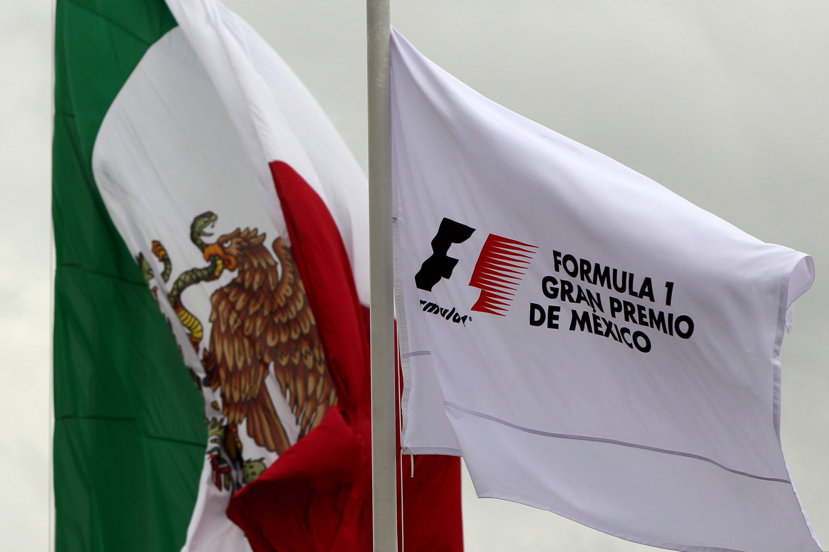 epa05606332 The flag of Mexico and Formula One are flutter in the wind at the Autodromo Hermanos Rodriguez in Mexico City, Mexico, 27 October 2016. Mexico's Formula One Grand Prix, is due to start on 30 October at Hermanos Rodriguez racetrack, in Mexico City.  EPA/JOSE MENDEZ