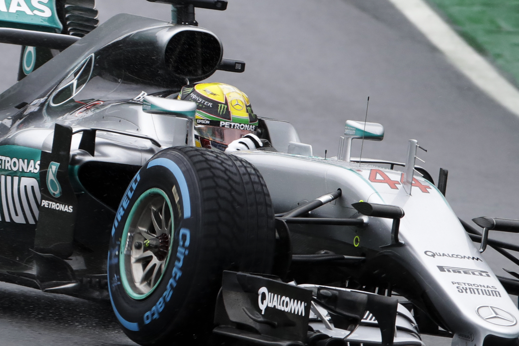 Mercedes driver Lewis Hamilton, of Britain, steers his car during the Brazilian Formula One Grand Prix at the Interlagos race track in Sao Paulo, Brazil, Sunday, Nov. 13, 2016. (AP Photo/Andre Penner)