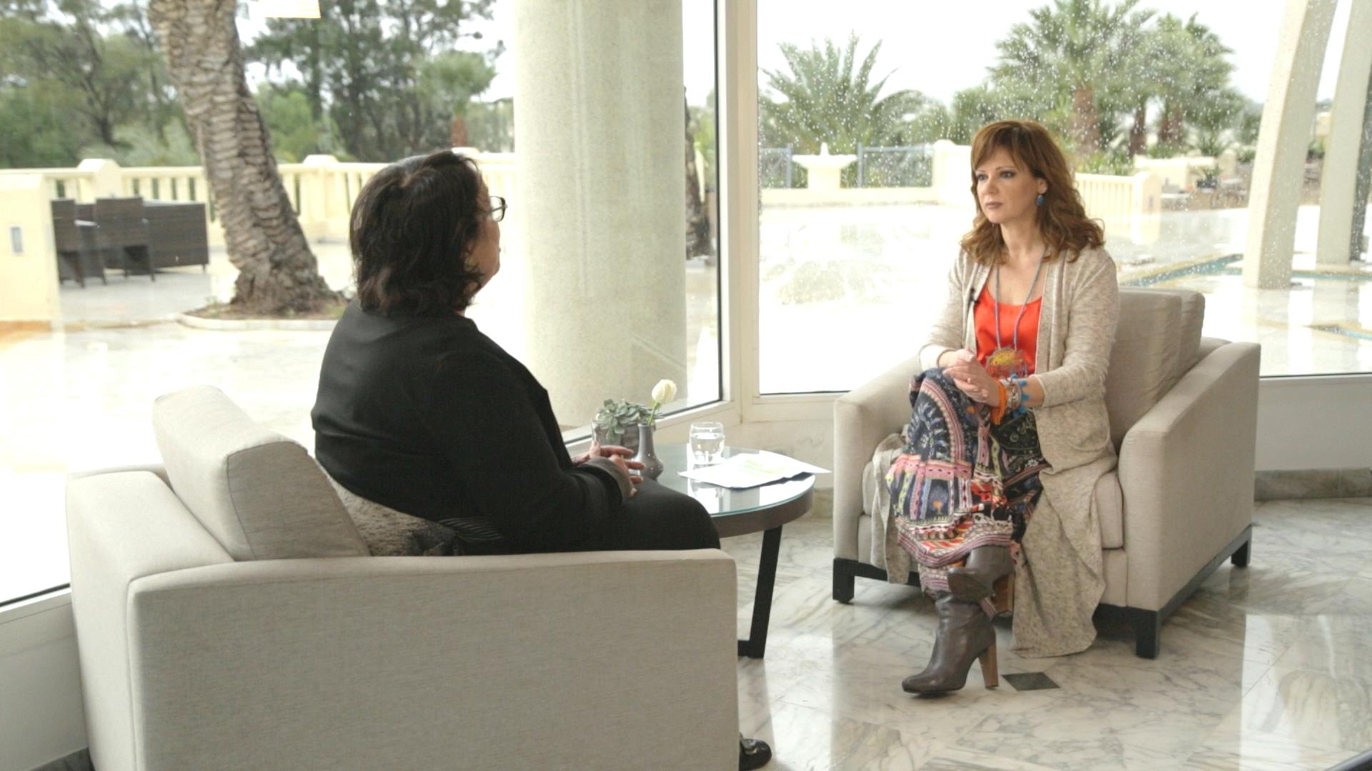 Η βουλευτής του κυβερνώντος κόμματος Νidaa Tounes, Bochra Belhaj Hmida, με την Έλενα Κατρίτση