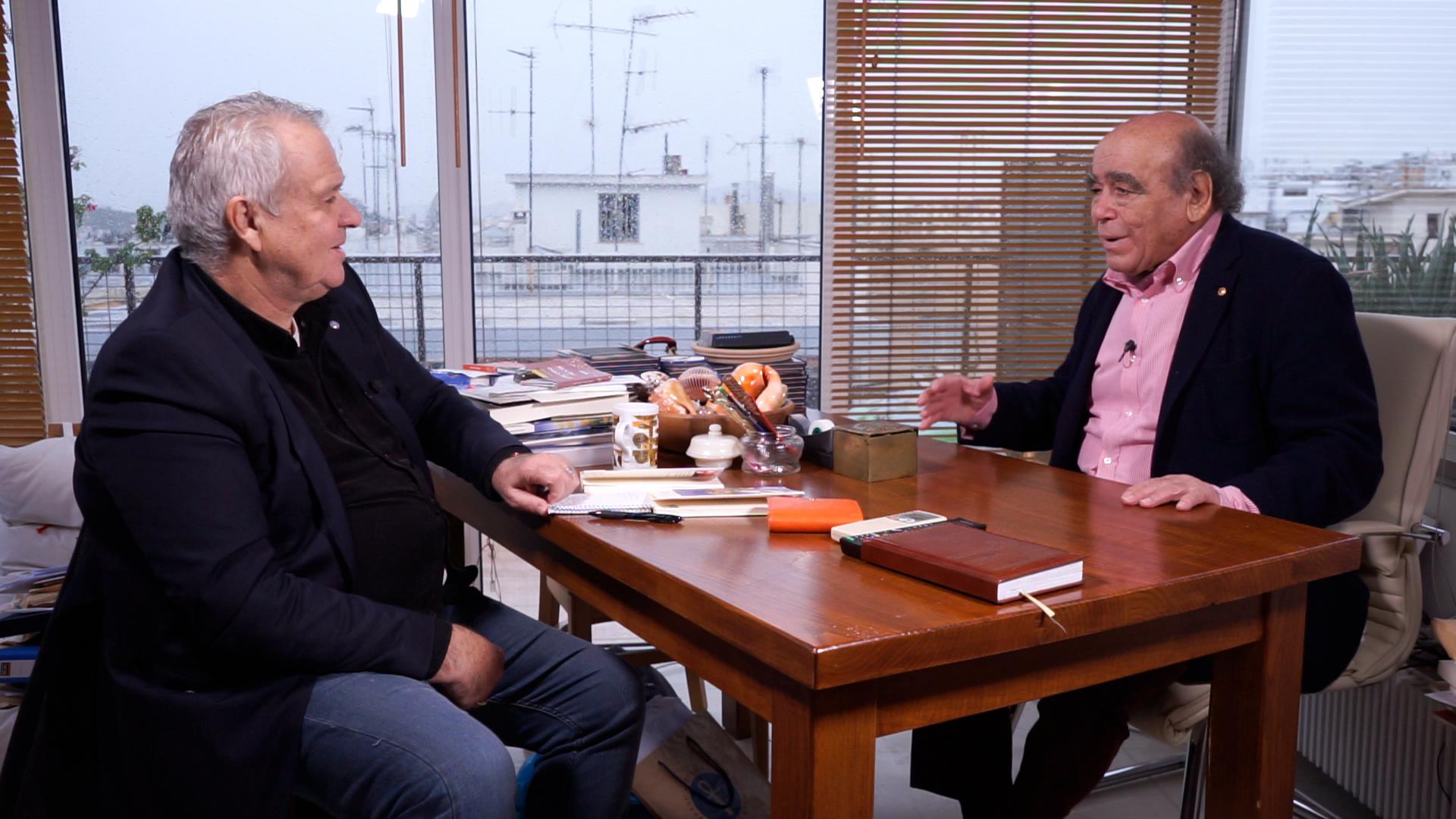 Ο Γιώργος Χρονάς (αριστερά) με τον Θανάση Βαλτινό