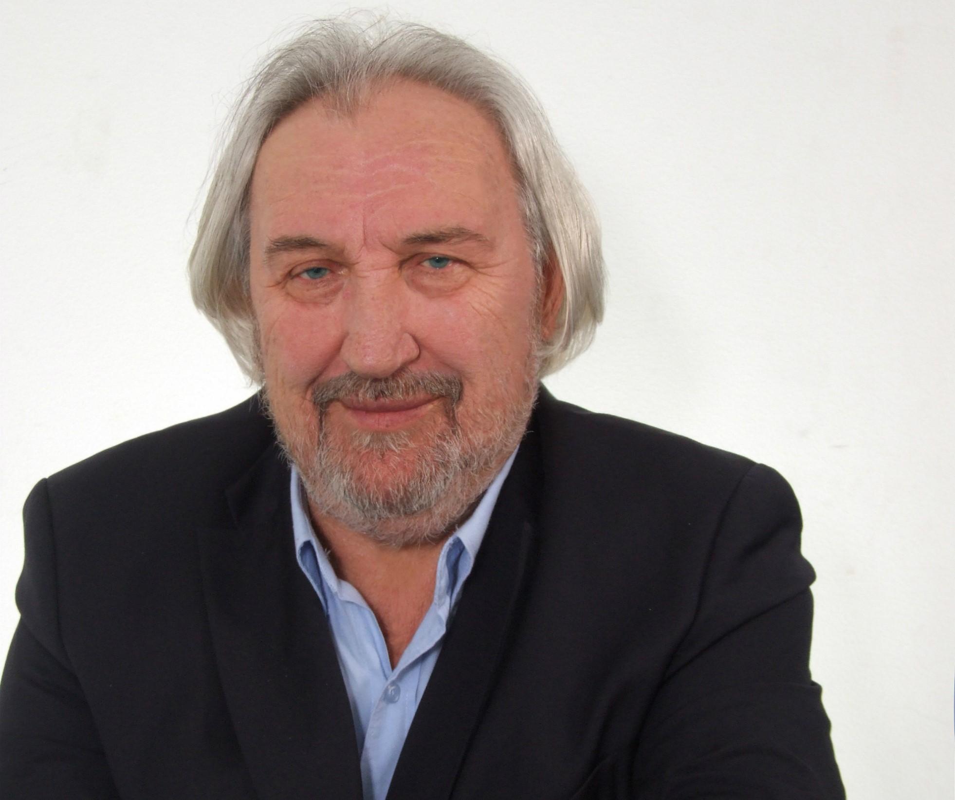 Ο συνθέτης Θωμάς Μπακαλάκος