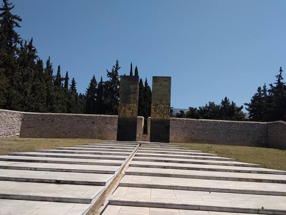 Το μνημείο για τους πεσόντες αγωνιστές της Εθνικής Αντίστασης στον χώρο του Σκοπευτηρίου Καισαριανής.