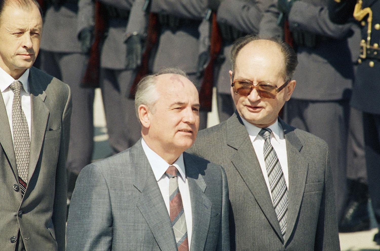 Mikhail S. Gorbachev, Wojciech Jaruzelski